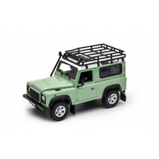Land Rover Defender color verde. Escala 1/24.