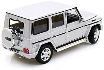 Mercedes Benz clase G, color plata.