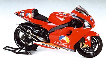 Yamaha YZR 500 2002 Antena 3, kit escala 1/12.