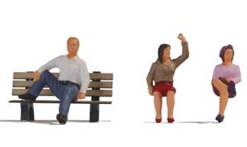 Gente sentada.