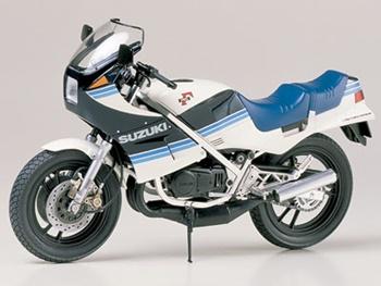 Suzuki RG250. Kit de plástico escala 1/12.