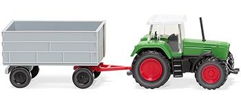 Tractor Fendt con remolque.