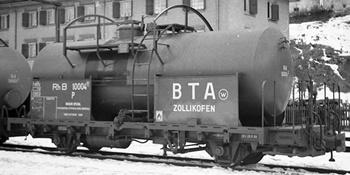 Vagón RhB P10002 en color gris.